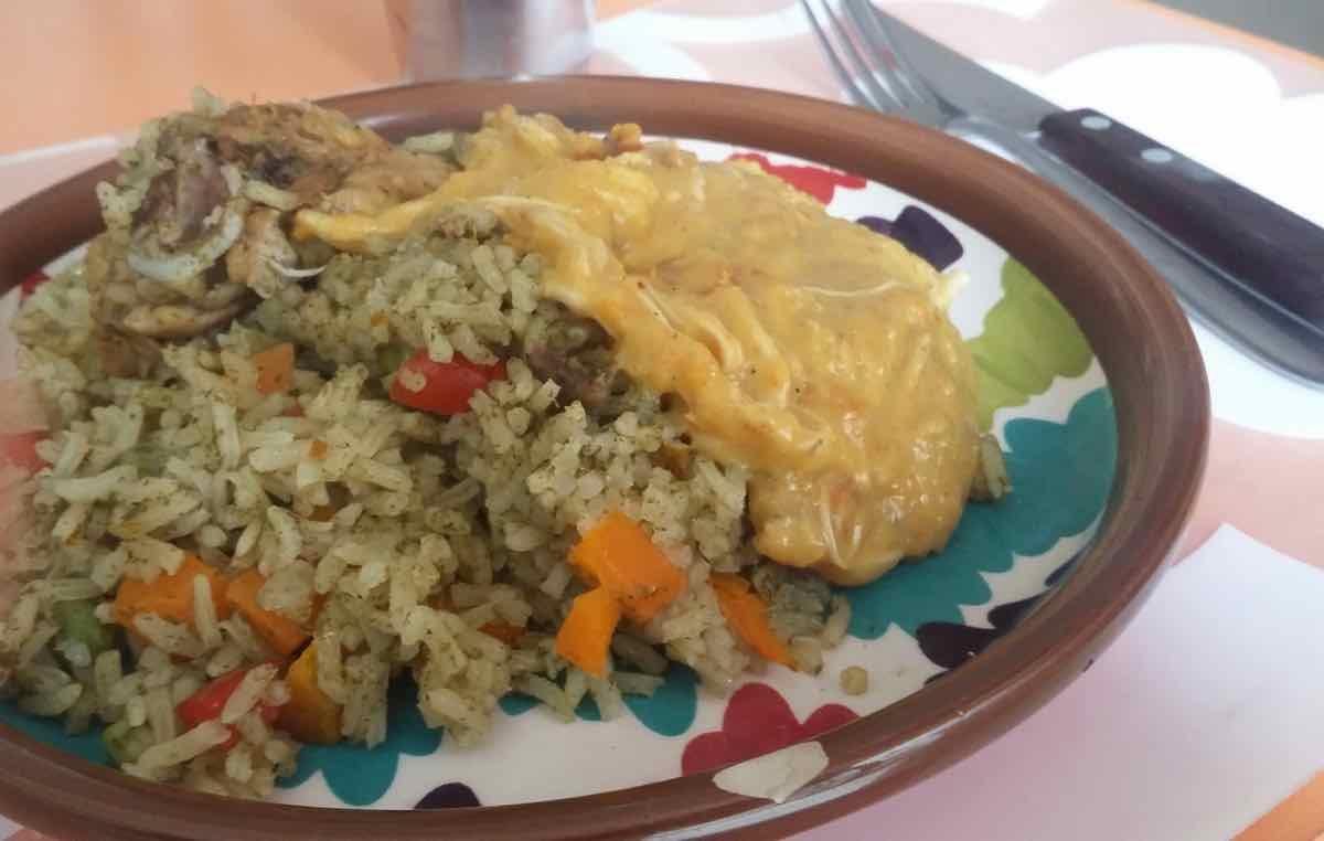 Arroz con pollo et Aji de Gallina